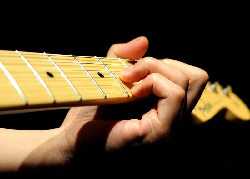 弦の太さによる押弦のしやすさ・弦の硬さ
