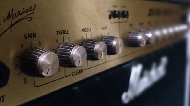 真空管入りギターアンプ