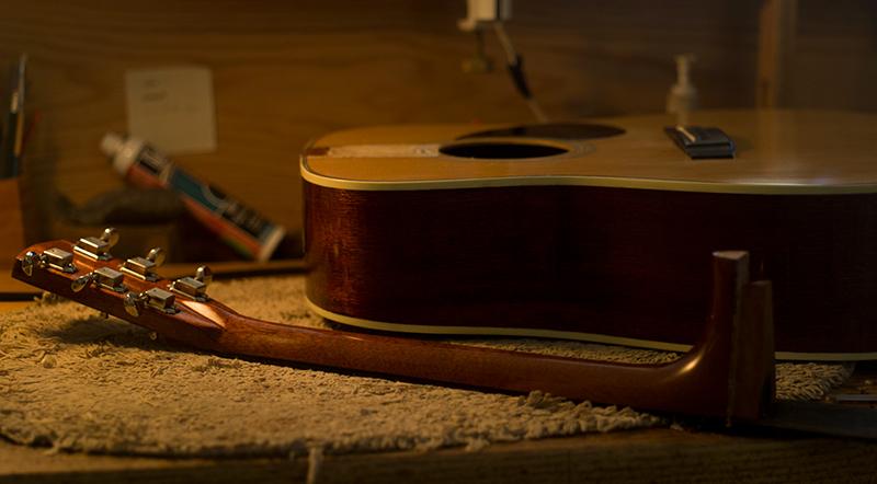 ギター工房_ネック接着前のアコギ