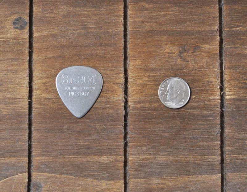 ステンレスピックと10セント硬貨(1ダイム)
