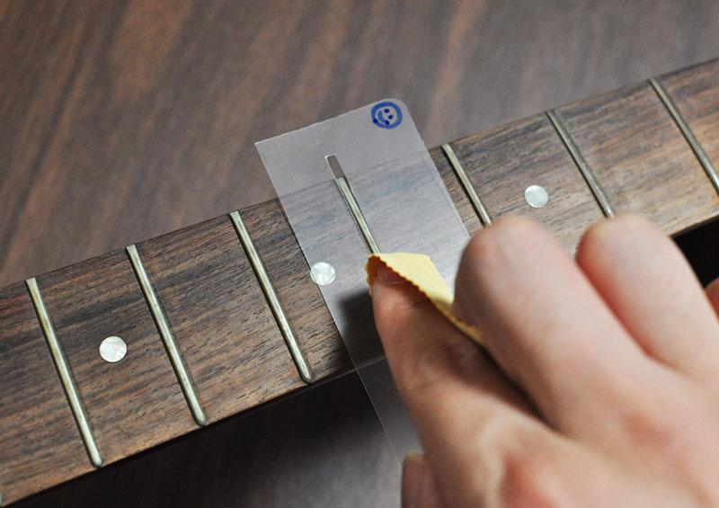 メタルクロスでフレットを磨くときの保護は簡易的でもオッケー